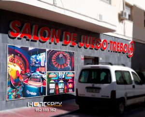 Salón de juego Trebol+ (Cádiz capital), letra corpórea retroiluminada Leds